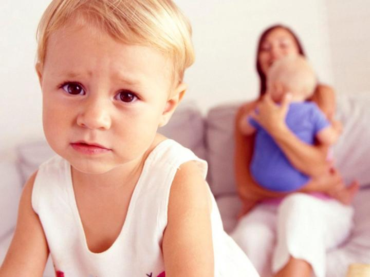 Ревность первого ребенка ко второму